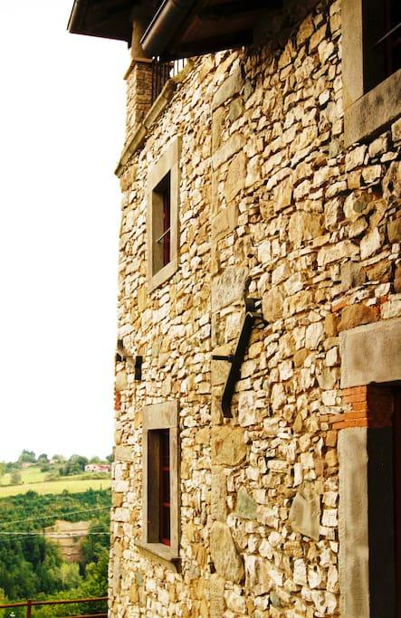 le antiche mura della villa