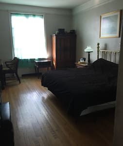 Beautiful Huge Bedroom in The Heart Of Inwood - New York