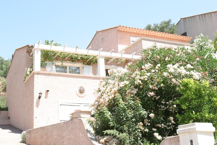 Villa familale 4 chambres au calme ,400m  plage