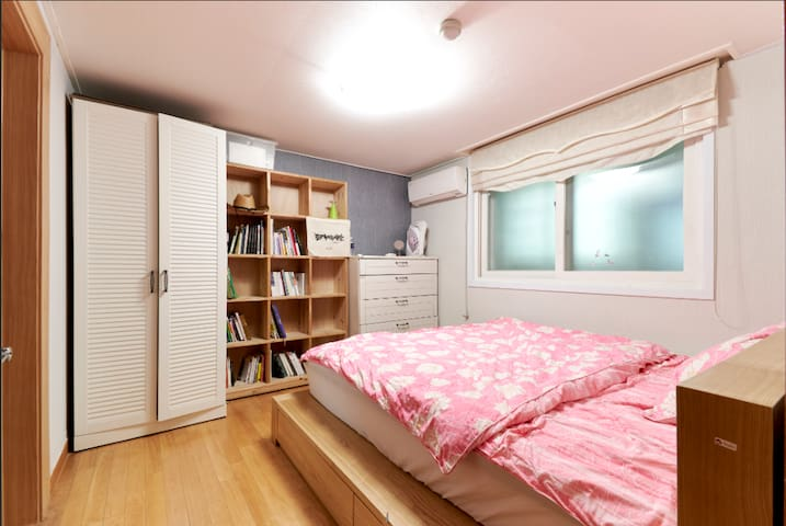 Another room in the same suite available at https://www.airbnb.co.kr/rooms/16799664