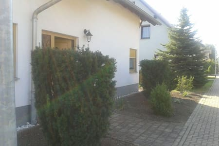 Gemütliches Haus mit Garten, Garage - Sömmerda
