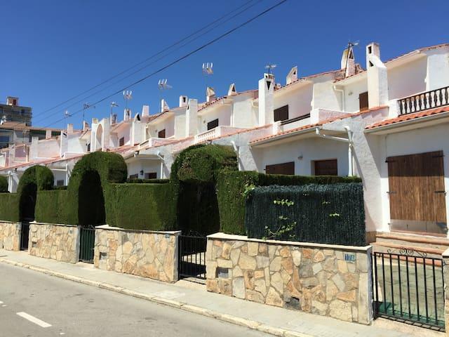 Ravissante maison mitoyenne climatisée-Piscine - Cambrils - House