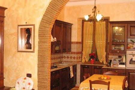 Stanza Privata con Bagno in camera - Fondi - Lakás