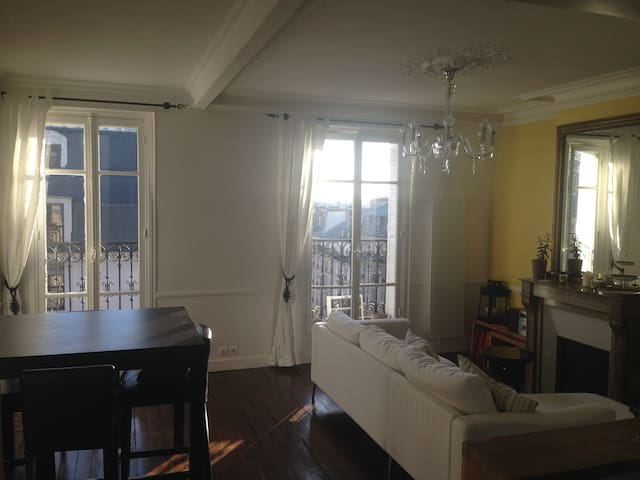 Eiffel Tower View - République 4 people 2 bedrooms
