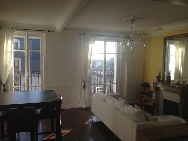 Eiffel Tower View - République 4 people 2 bedrooms