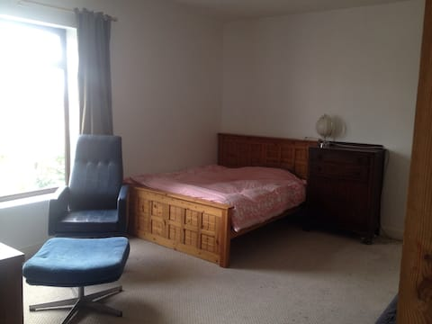 Large room pet & kids friendly sleeps 1-6 Armley