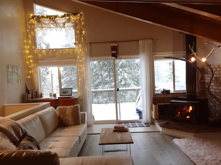 Cozy Downtown Tahoe City Home with Lake View!