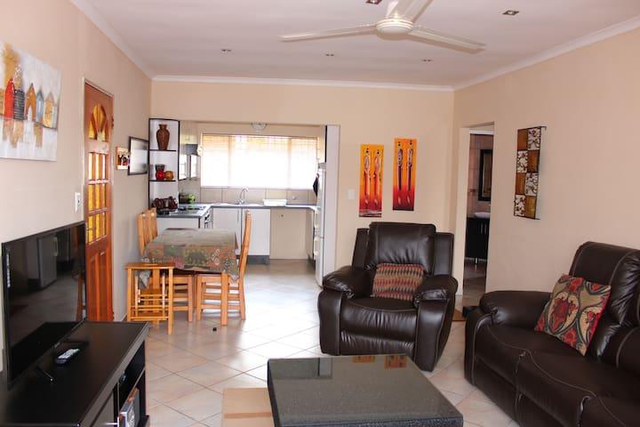 Cozy Cabane Accommodation - Kempton Park - Apartment