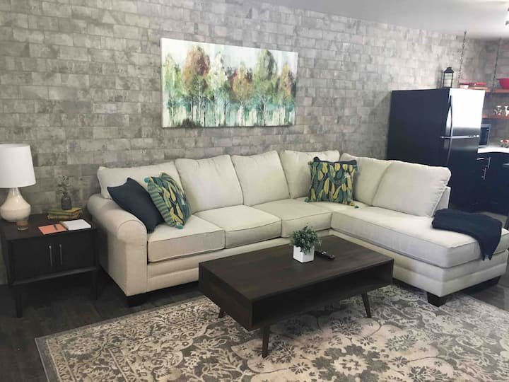 Midtown Executive Suite Stylish and comfortable