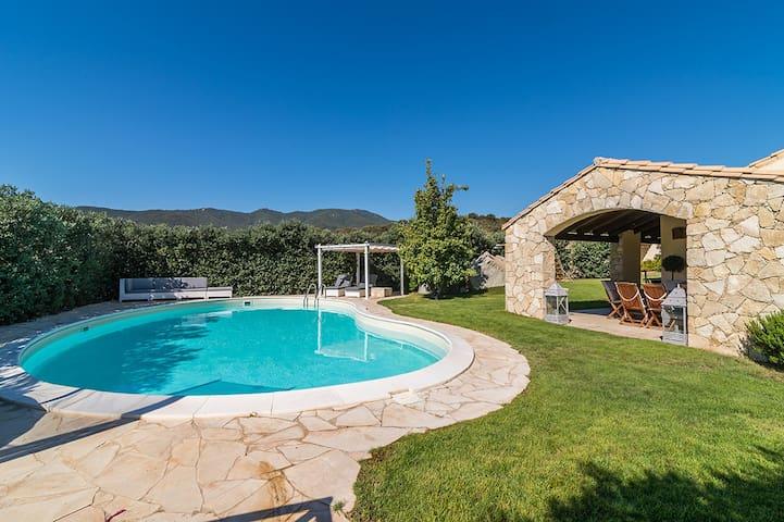Villa Con Piscina a Castiadas