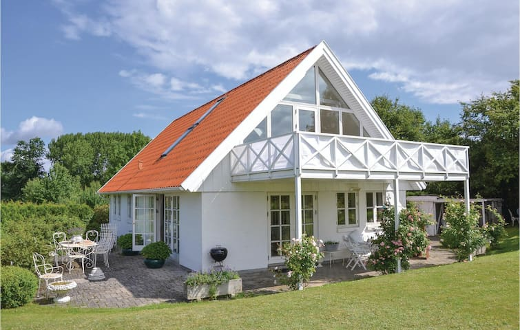 Holiday cottage with 2 bedrooms on 170 m² in Fredensborg