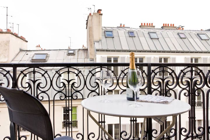 Lovely 1BR with Balcony Steps from the River Seine