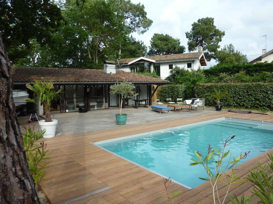 Extérieur avec terrasse & piscine