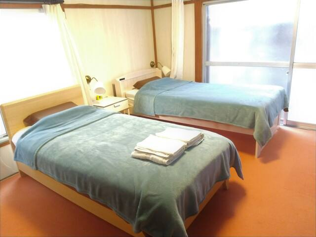 Apartment hostel  2 min to station!  room #1