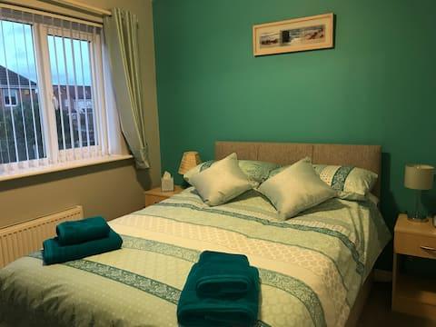 Nuneaton - En Suite, Peace, Quiet and Comfort R1