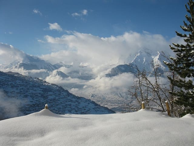 A breathtaking view over the Alps, room Tortin - Veysonnaz - Bed & Breakfast