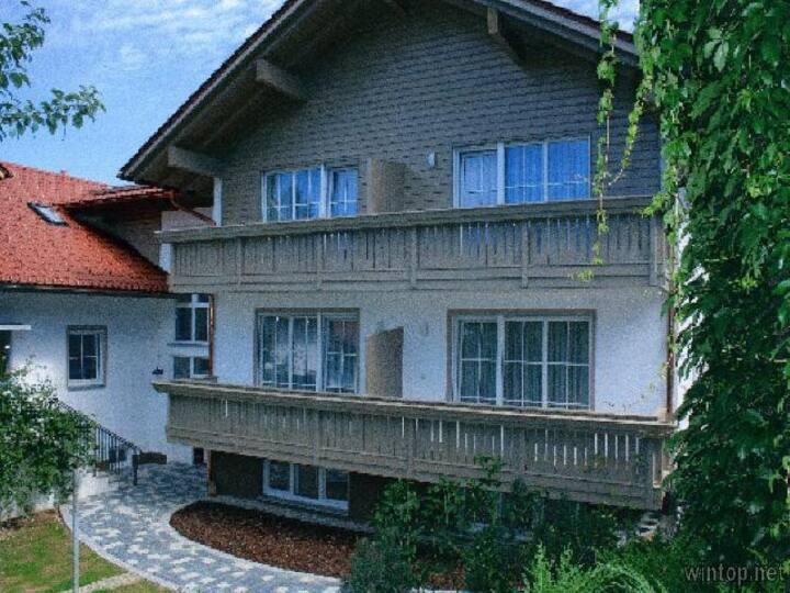 Pension Landhaus Hochfeld (Zwiesel), Juniorsuite König Ludwig mit Balkon