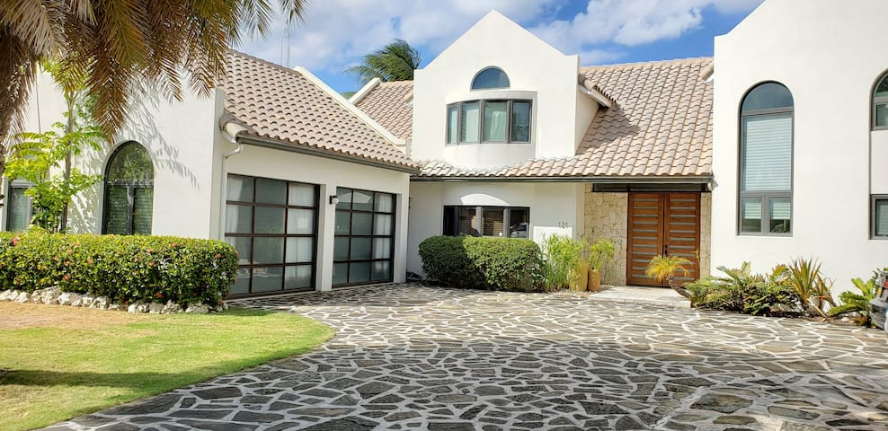 Luxury Canal Front 3 Bed 3.5 Bath Home Pool & Dock