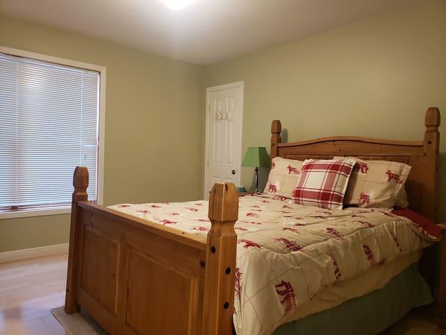 Queen bed on 1st floor