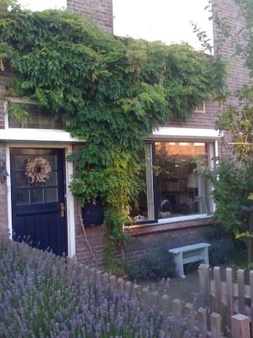 Dertigerjarenwoning nabij station en centrum Breda - Breda - Radhus