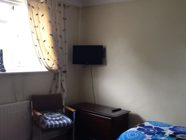 Twin room near historic Aylesford Priory