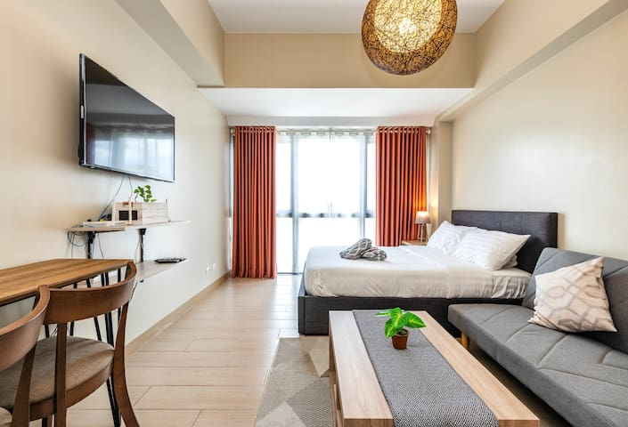 NEW Condo in Eastwood City + FREE Parking+ Netflix