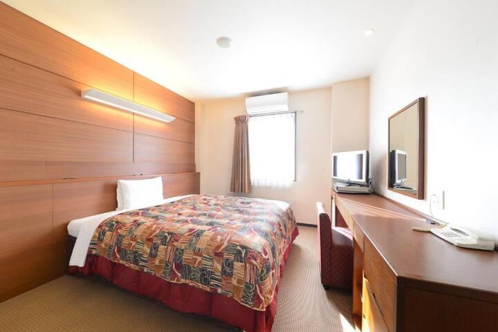 1 spacious bed/NonSmoking/21sqm/Breakfast