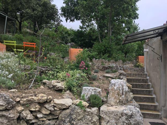 Adorable maison de village avec jardin et piscine