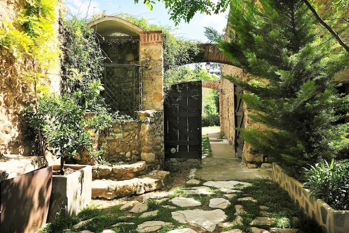 "Rustic ""Mas"" farmhouse Costa Brava   Dalí 10 Pax"