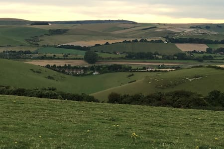 On the South Downs Way in Sussex-Comfy & spacious - West Sussex