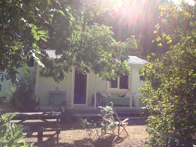 Rambling country lane Kurow holiday house to rent.