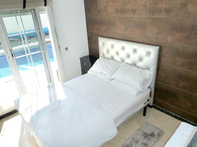 ROOM U2 in Luxury Beachfront Villa (Pool+Jacuzzi) - Mijas - Villa