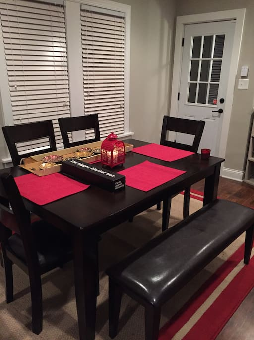 Dining space for 6+