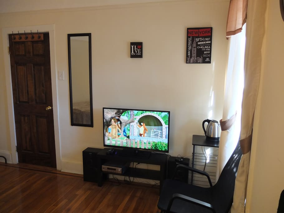 46' Panasonic TV with Rocu3, Yamaha hi-fi with Sony speakers