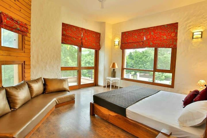 Private room in villa for corporate n couple !!!