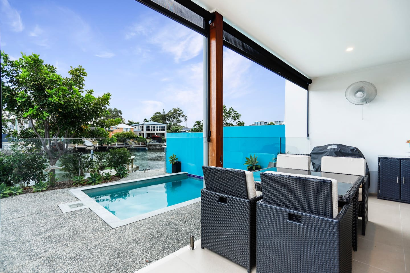 Outdoor Entertaining area, pool and jetty