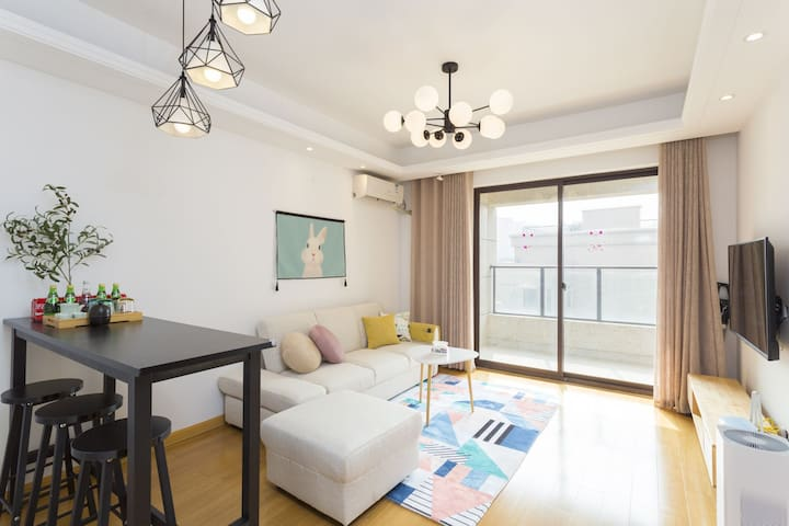 青浦 汇金路 会展中心 朱家角 地铁旁公寓适合4-6人居住