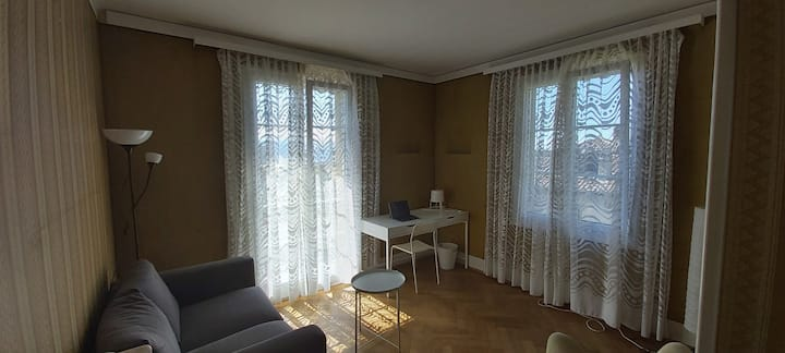 Large room+balcony+lakeview, cosy house 3min 2 M2