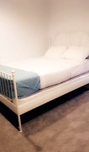 Comfortable Basement with Netflix. Close to DC