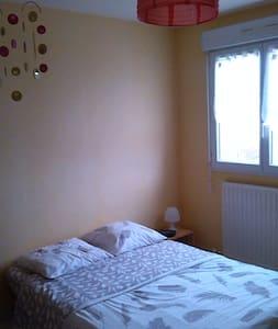 Chambre de 11 m², chaleureuse et lumineuse. - Chemillé-Melay - 단독주택