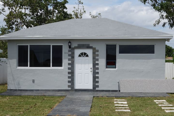 COZY HOUSE - NEAR FALLS SHOPPING CENTER, FURNISHED