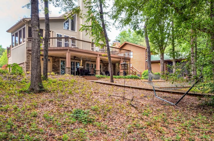 3BR Westminster Home on Lake Hartwell w/Dock
