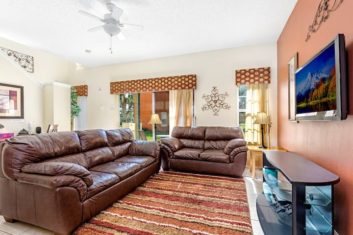Great Resort townhouse 2 miles from Disney-22