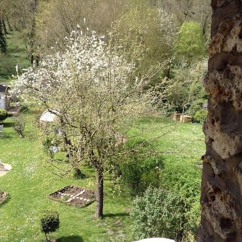 Cozy Apt/Garden 20 Minutes to Paris - Villennes-sur-Seine - Apartament