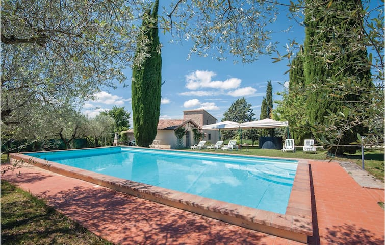 Holiday cottage with 6 bedrooms on 350m² in Collazzone PG