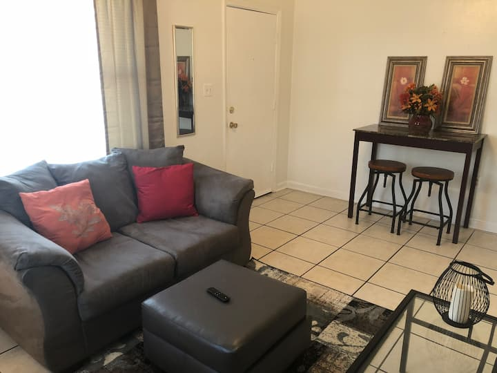 ★Cozy Apt Near Capitol, Hospitals & Universities★