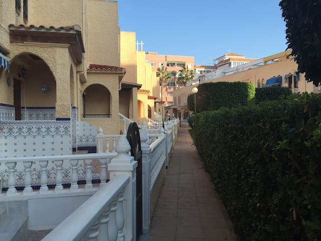 Con piscina y a 200 m de la playa - La Mata - House