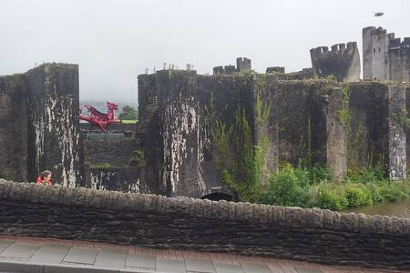 Castles Galore - Caerphilly - Talo
