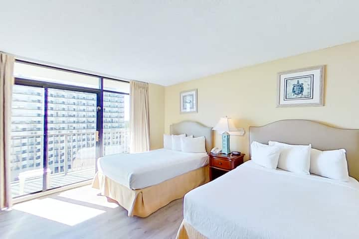 10th Floor Ocean View Snowbird Friendly Studio w/WiFi, Shared Pool/Hot Tub, AC