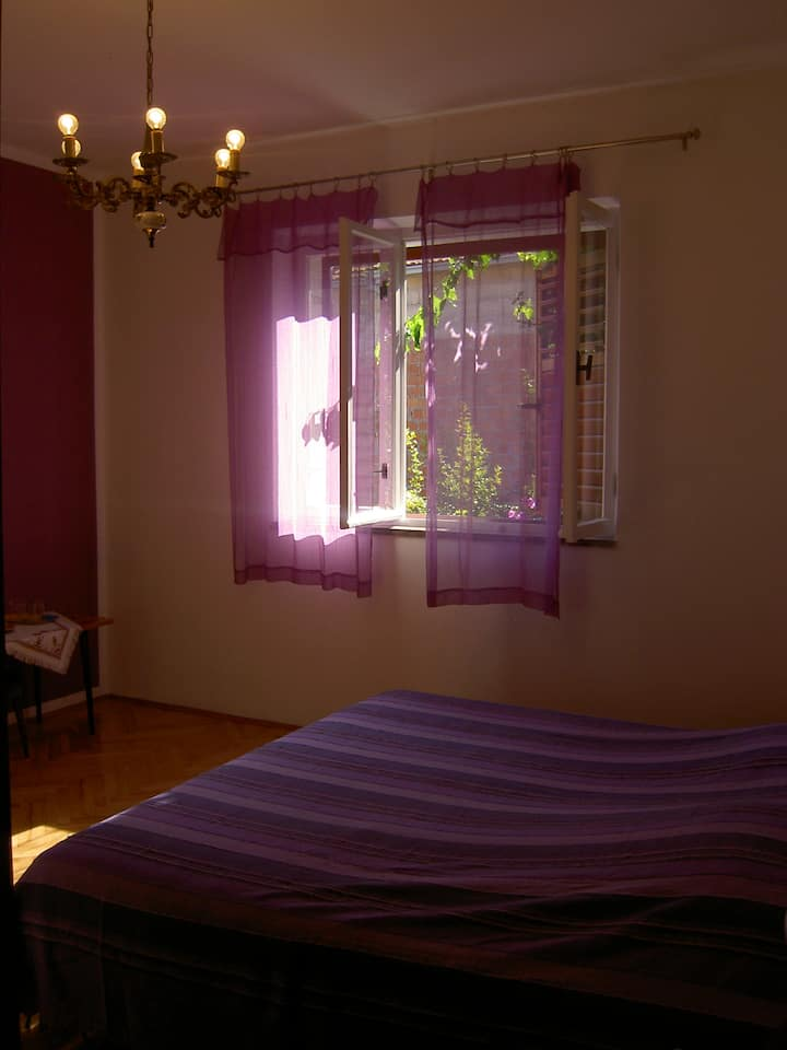 S2 - Double room in Jelsa on Hvar with private ensuite bathroom